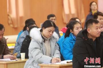 中学举办特殊考试孩子命题考家长评语看哭爸爸妈妈