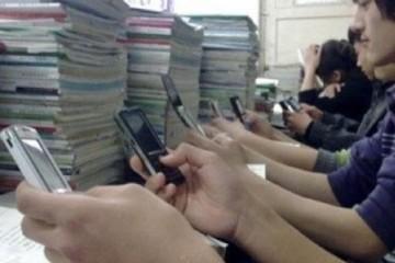 现在的学生去校园到底是读书仍是玩手机的你让家长情何以堪